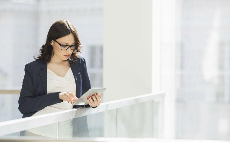 businesswoman-phone-messaging-service