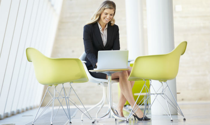 messaging-on-hold-recommendations-businesswoman